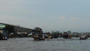 Chợ nổi trên sông Cửu Long ở Cần Thơ. Ảnh minh họa.                  © RFI / Tiếng Việt