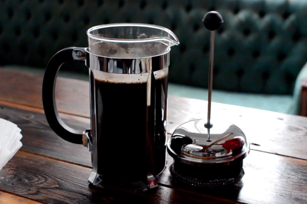 Enlarge / Cold-brew coffee involves mixing coffee grounds with room-temperature water and letting the mixture steep for anywhere from several hours to two days.