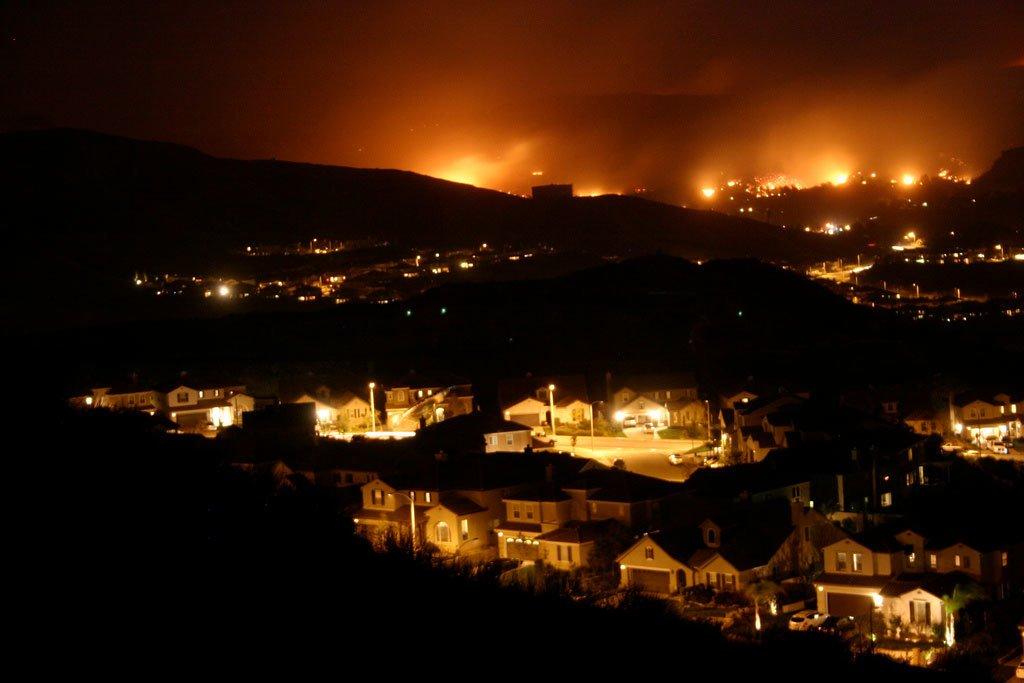 A wildfire moves closer to neighborhoods in Santa Clarita, California in 2007. Jeff Turner/Flickr