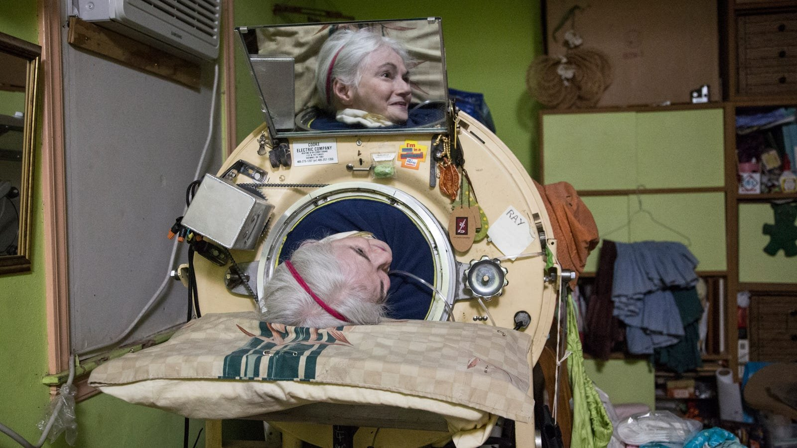 Martha Lillard inside her iron lung, which has been modified by mechanics over the years. Photo: Jennings Brown for Gizmodo