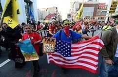 PORTAMI AL TUO LEADER Una marcia di Occupy Wall Street a New York.