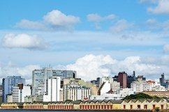COSTRUIAMO QUESTA CITTÀ Una veduta di Porto Alegro, Brasile, dove i bilanci sono fissati dai cittadini.