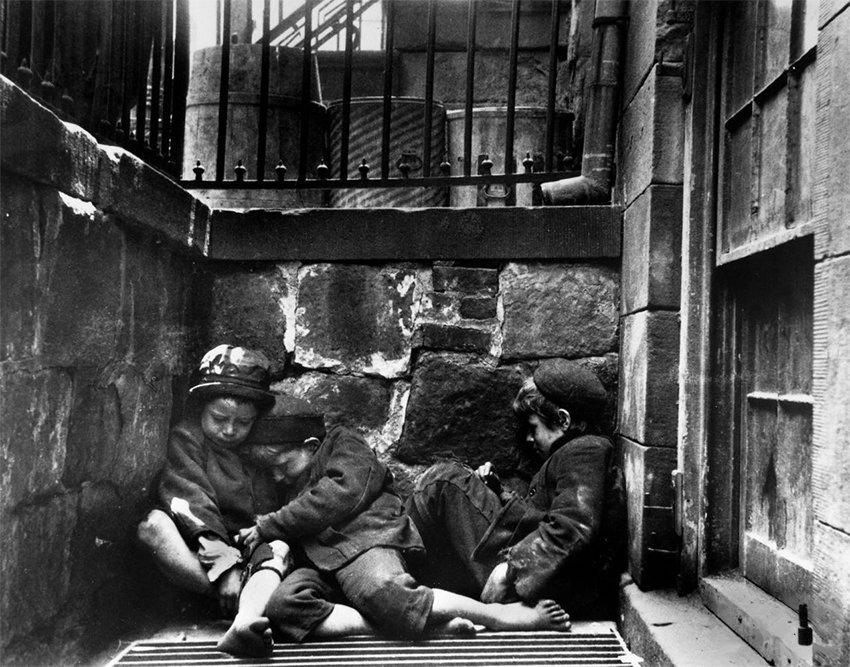 Children sleeping on Mulberry Street, New York, 1890. Photo by Jacob Riis via Wikimedia Commons.