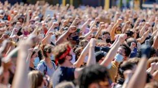Hàng ngàn người tuần hành tại thành phố Minneapolis