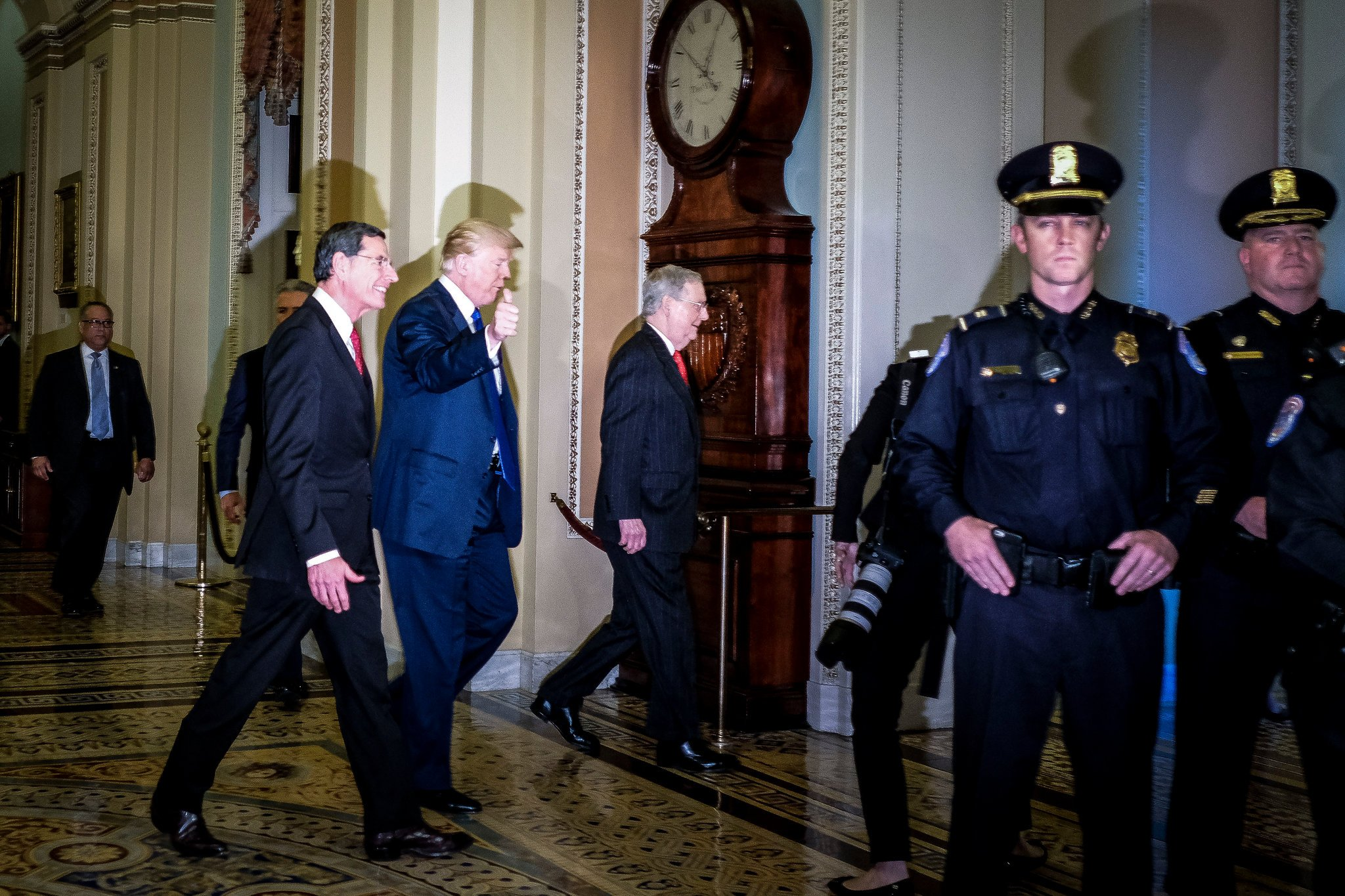 President Trump, Senator Mitch McConnell and Senator Ron Barrasso of Wyoming met with Senate Republicans to discuss the GOP tax bill in 2017.     Gabriella Demczuk for The New York Times