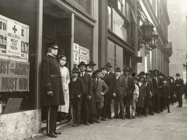 People waiting for masks in San Francisco in 1918.