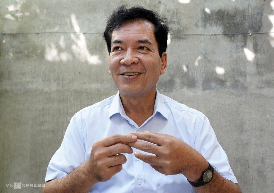 Thạc sĩ Nguyễn Hữu Thiện, chuyên gia nghiên cứu độc lập về sinh thái Đồng bằng sông Cửu Long, trong cuộc phỏng vấn của VnExpress hôm 21/9, tại Cần Thơ. Ảnh: Hoàng Nam.