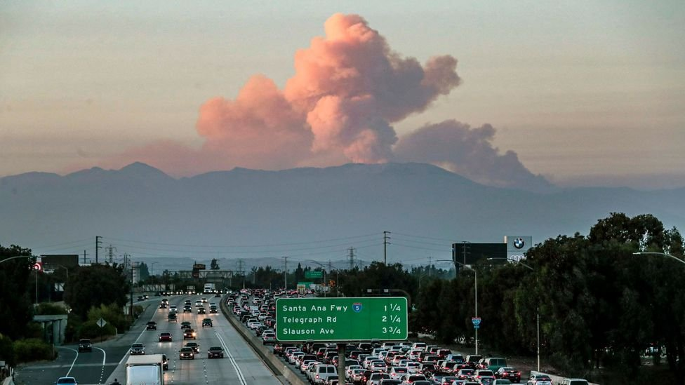 A wildfire cloud looms over Californian traffic, earlier this month