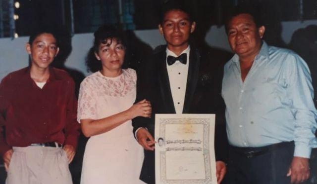 Pie de foto, Parada, en esta imagen junto a su hijo Carlos