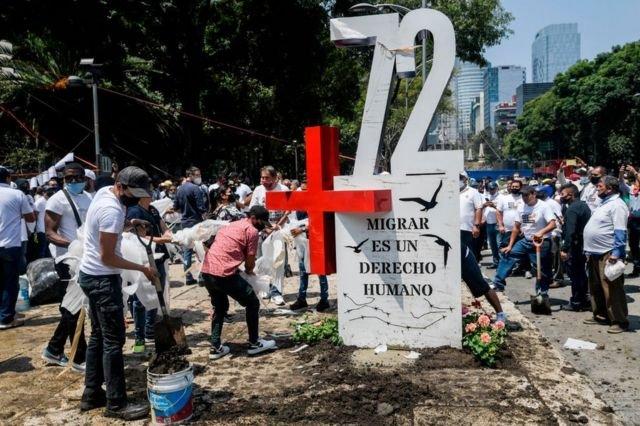 Pie de foto, La masacre de 72 migrantes en San Fernando, Tamaulipas, es uno de los peores crímenes en la historia de Los Zetas.