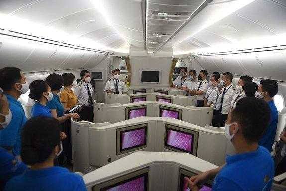 Chuyến bay chở hơn 340 công dân Việt Nam từ Mỹ về nước an toàn, đã cách ly tập trung