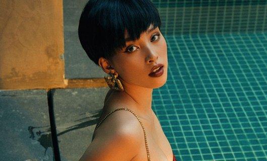 """Hoa hậu Tiểu Vy khoe gương mặt """"tỷ lệ vàng"""" với tóc ngắn cá tính, tramh điểm đậm"""