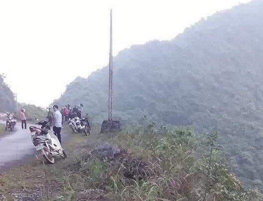 """Hà Giang: Phát hiện thi thể cặp vợ chồng cùng xe máy dưới vực sau nhiều ngày """"mất tích"""""""