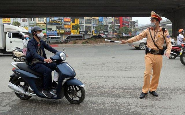 Cần mang theo giấy tờ gì khi tham gia giao thông để không bị CSGT phạt?
