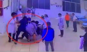 Đề nghị công an xử lý hai cha con vây đánh bảo vệ, điều dưỡng bệnh viện