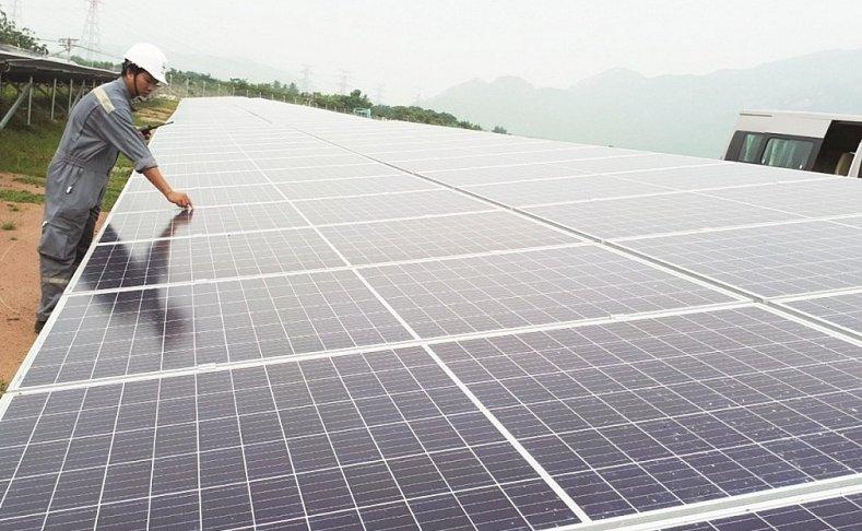 """Nhà đầu tư ngoại """"thâu tóm"""" dự án điện mặt trời: Bộ Công thương nói gì?"""