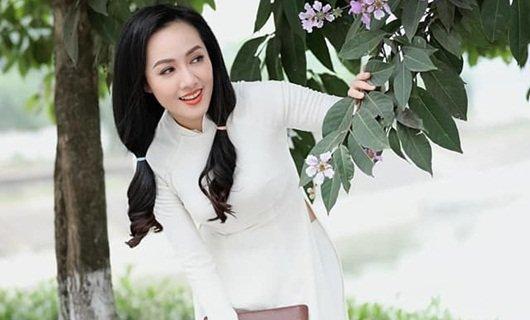 """BTV Hoài Anh diện áo dài trắng tinh khôi, được ví như """"nữ sinh"""" ở tuổi 40"""