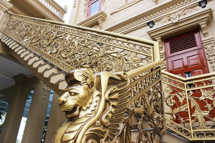 """Cận cảnh những tòa lâu đài """"phủ vàng"""" tráng lệ của giới nhà giàu Việt"""