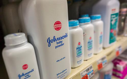 Johnson & Johnson ngừng bán phấn rôm sau cáo buộc chứa chất gây ung thư