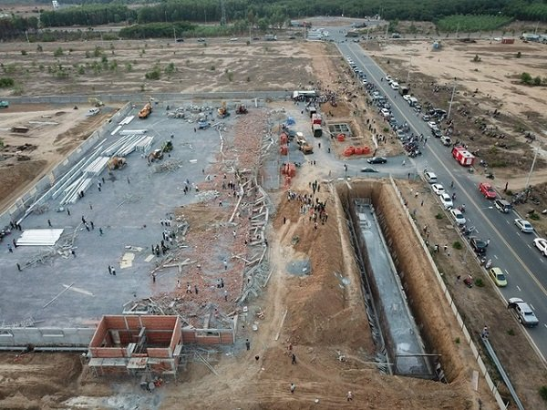 Khởi tố vụ sập tường đang thi công khiến 10 người chết ở Đồng Nai