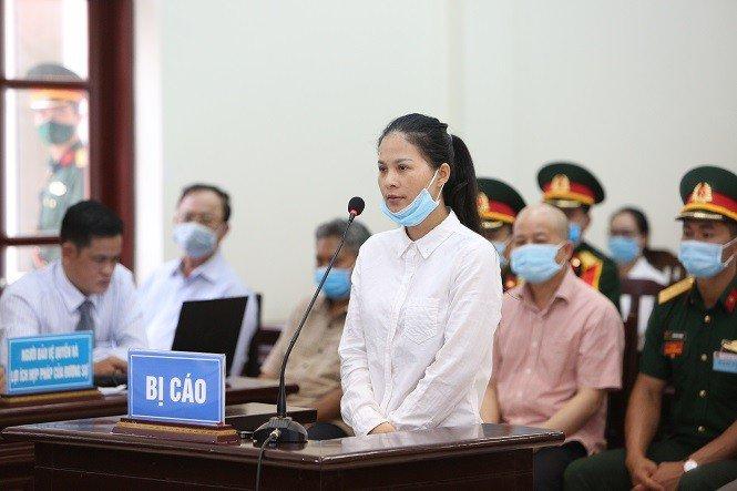 """Xử cựu Thứ trưởng Nguyễn Văn Hiến: Cháu gái Út """"trọc"""" khai làm giám đốc nhưng nhận lương 500.000 đồng/tháng"""