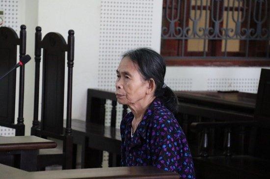 Bà nội lĩnh án 12 năm tù vì đẩy cháu xuống đập nước tử vong