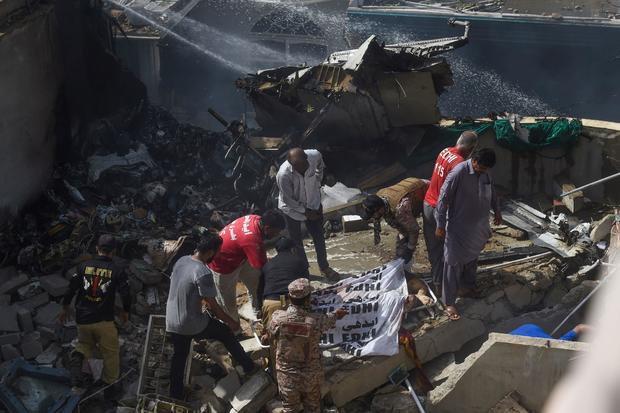 Toàn bộ 107 hành khách và phi hành đoàn tử nạn trong sự cố máy bay ở Pakistan