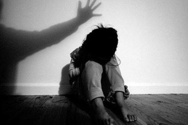 Bé gái 12 tuổi mang thai, 2 thanh niên lĩnh án tù