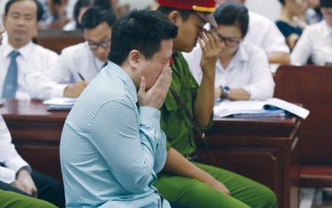 """Sếp ngân hàng """"ngã ngựa"""": """"Người hùng"""" Ocean Bank Hà Văn Thắm và phút giây bật khóc trước tòa"""