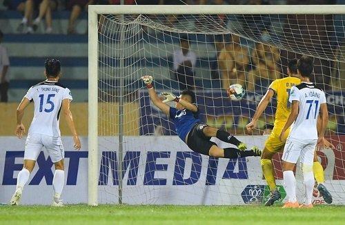 HAGL bị loại trong ngày đầu tiên bóng đá Việt Nam trở lại sau Covid-19