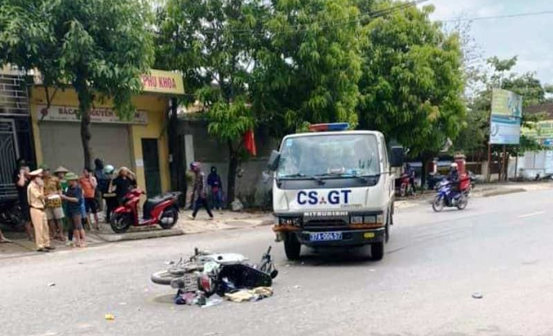 Tin tai nạn giao thông mới nhất ngày 24/5/2020: Hai mẹ con nguy kịch sau va chạm với xe CSGT