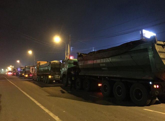 """Kiến nghị tịch thu 727 tấn than đá trên 2 đoàn """"xe vua"""" ở Đồng Nai"""