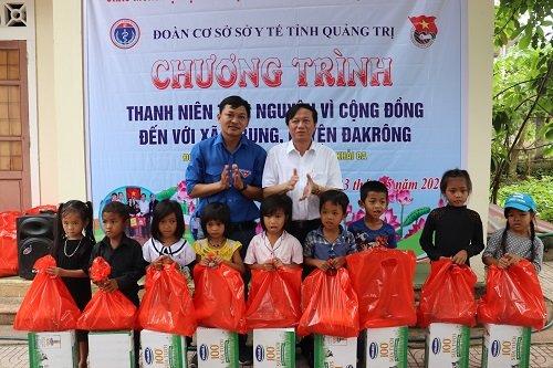 Quảng Trị: Khám chữa bệnh và phát thuốc miễn phí cho người dân xã A Bung