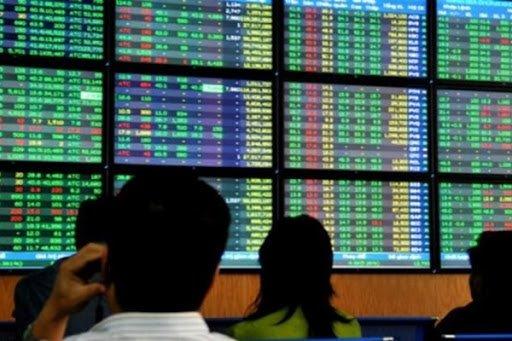 """Lập 69 tài khoản """"ảo"""" gây thiệt hại cho gần 1.500 nhà đầu tư, một cựu chủ tịch lĩnh án"""