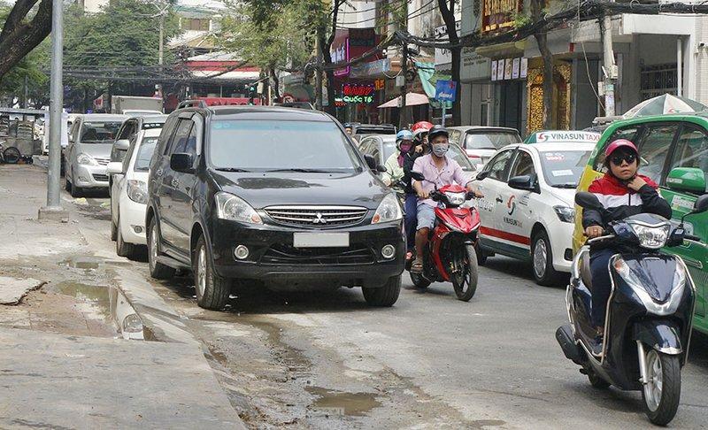Dừng đỗ ô tô sai quy định có thể bị phạt đến 12 triệu đồng