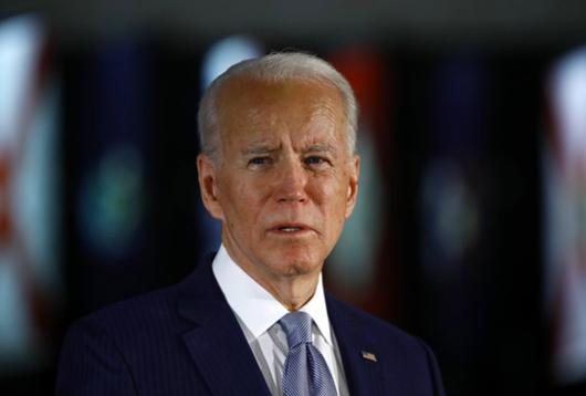 """Ông Biden tiếp tục """"vượt mặt"""" Tổng thống Trump trong thăm dò dư luận"""