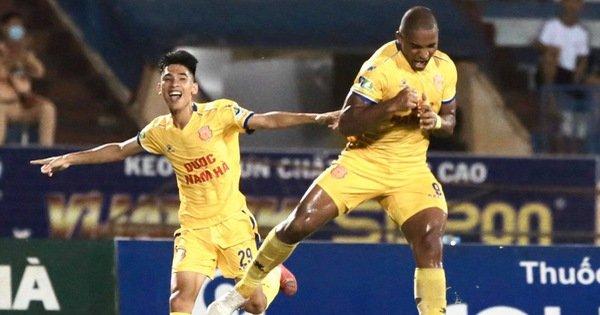 Nam Định đánh bại HAGL trong ngày bóng đá Việt Nam trở lại