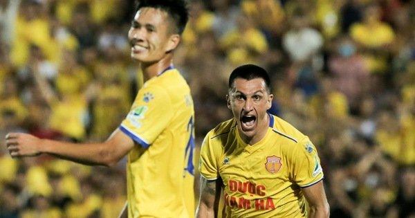 Đỗ Merlo nổi khùng với cựu tuyển thủ U23 Việt Nam vì thi đấu quá cá nhân