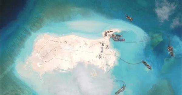 Forbes: Tàu nạo vét của Trung Quốc bị Đài Loan truy đuổi ở Biển Đông