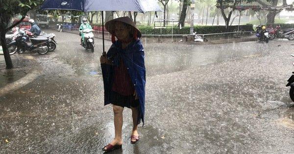 TP.HCM mới sáng đã mưa xối xả sau nhiều ngày nắng nóng