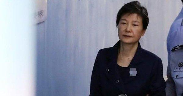 Nữ tổng thống đầu tiên của Hàn Quốc bị tăng lên 35 năm tù vì nhận hối lộ