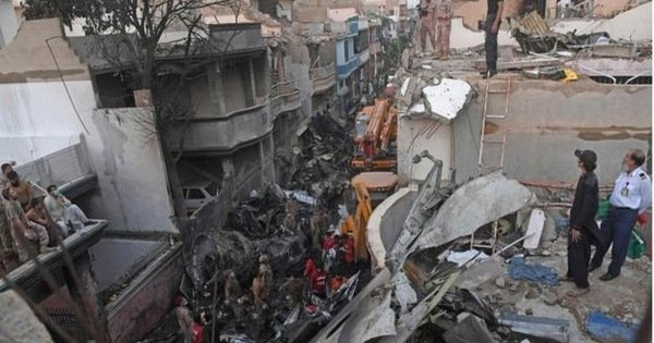 Hành khách sống sót sau thảm họa máy bay Pakistan: 'Xung quanh tôi toàn là lửa'