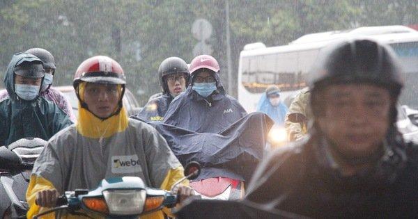 TP.HCM mưa sớm, miền Bắc miền Trung sáng nắng chiều mưa