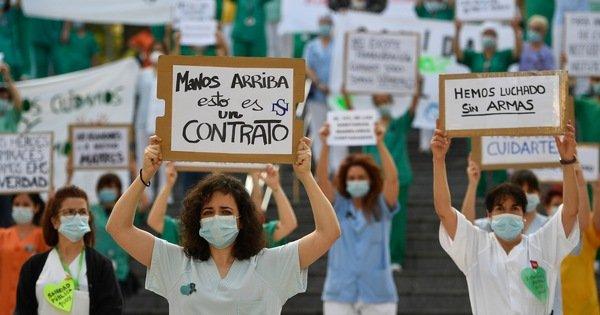 Y bác sĩ Tây Ban Nha biểu tình: 'Chúng tôi chiến đấu mà không có vũ khí'