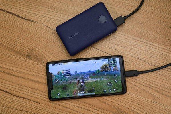 Powercore Select 10000 - Cứu cánh siêu gọn cho game thủ mobile những khi chinh chiến xa nhà