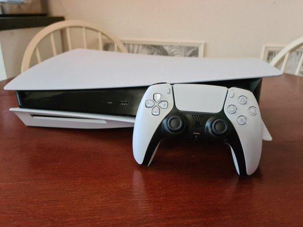 Game thủ số hưởng, đang ngồi không bỗng nhiên được Sony tặng luôn PS5