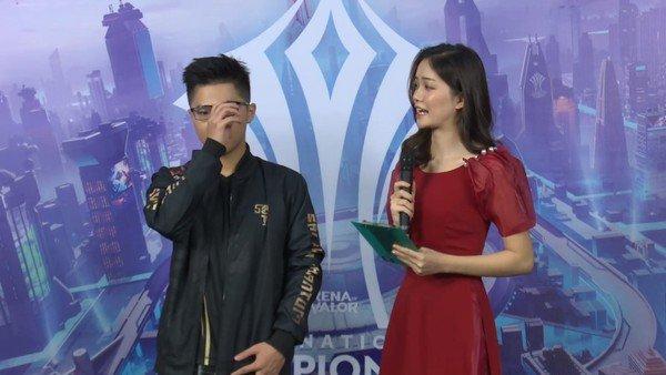 Lai Bâng nói một câu rồi bật khóc ngay trên sóng sau sai lầm chí mạng dâng chiến thắng cho MAD Team
