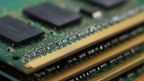 Vì sao giá RAM lại lên xuống thất thường như tâm trạng của con gái? Đây sẽ là câu trả lời