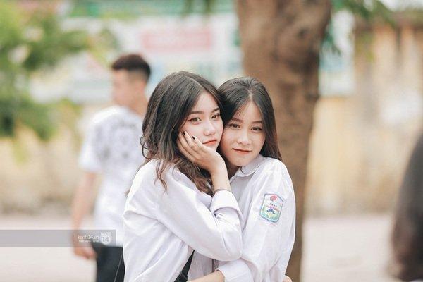 Xuất hiện ngôi trường đánh bại Phan Đình Phùng, Ams, Chu Văn An... vì dàn nữ sinh quá xuất sắc trong lễ bế giảng 2020