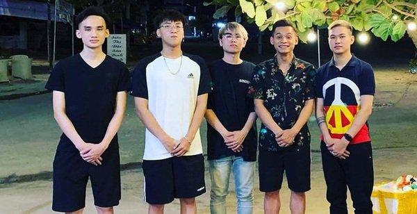 """Soi ảnh hội anh em Độ Mixi khi du lịch: """"Tộc trưởng"""" check-in kiểu Cao Bằng, trai trẻ lại vô cùng """"chanh sả"""""""